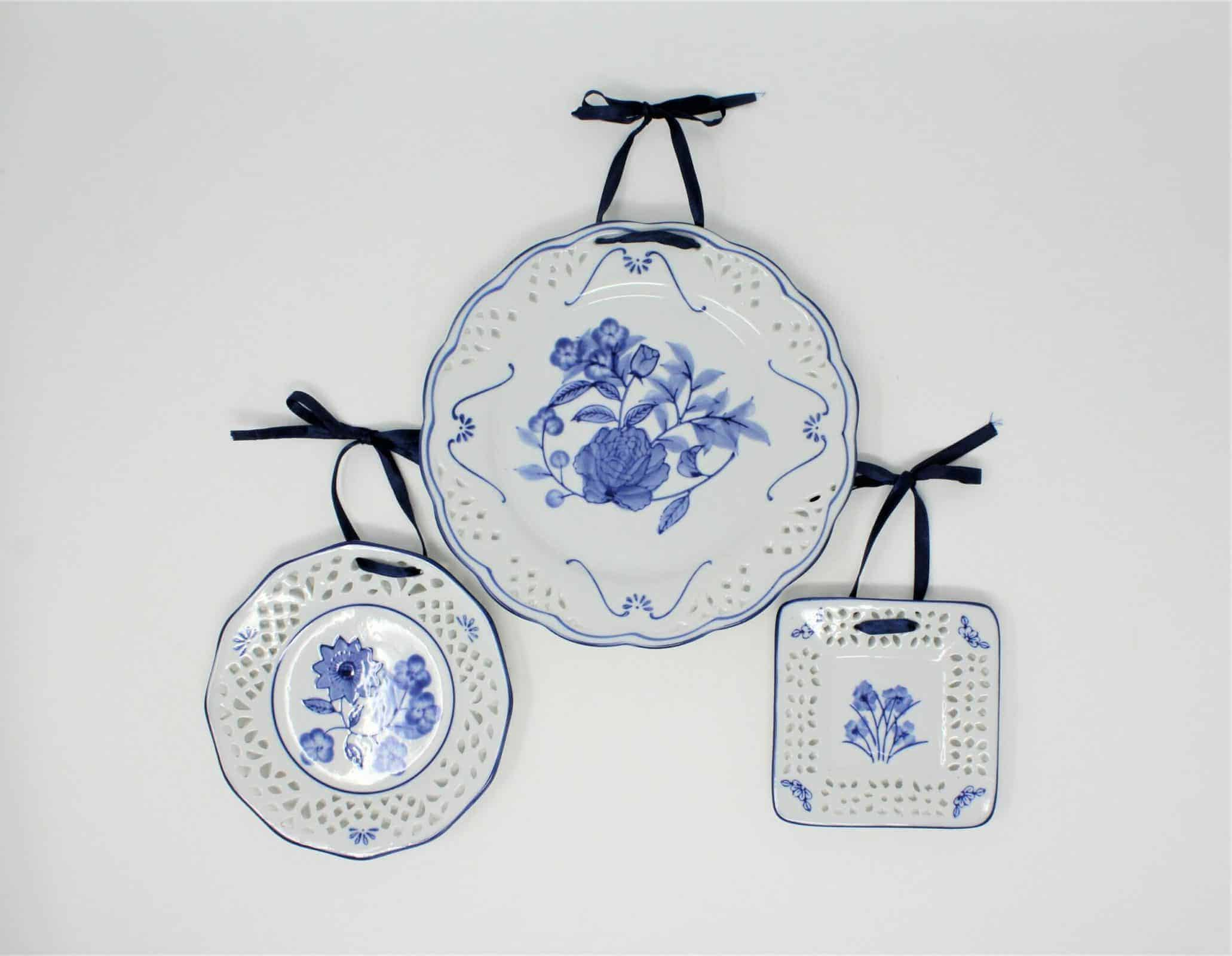 Decorative Plates Blue And White Floral Open Work By Wmg Set Of 3 Sold Antigo Trunk