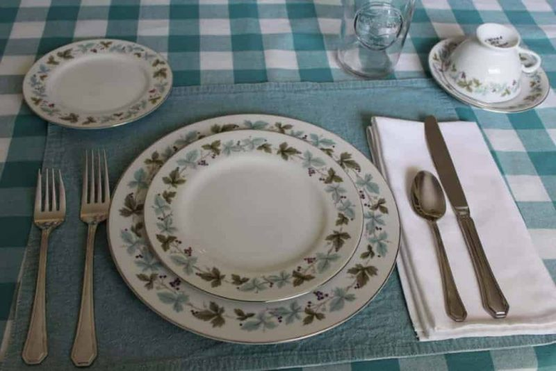 """Dinnerware Complete Service for 4, """"Vintage 6701"""", 6 Pc Place Settings by Fine China of Japan"""