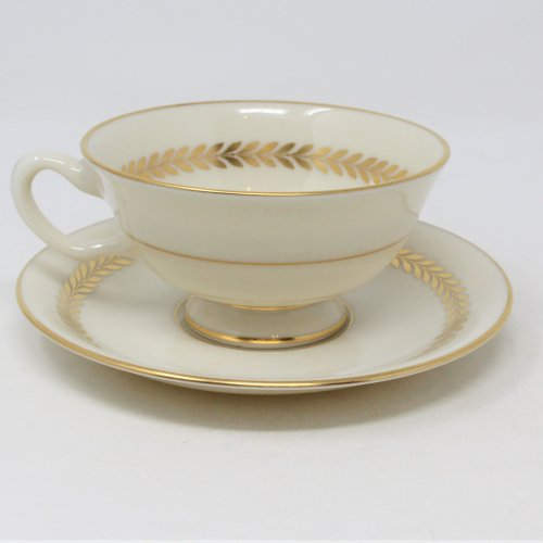 Cups / Saucers / Mugs